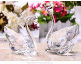 De vorm van Zwaan van het Kristal van de Kus de Mooie die voor de Gift van het Huwelijk aan de Bruidegom van ANG van de Bruid wordt gebruikt