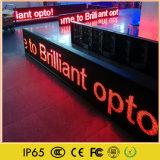 Muestra móvil al aire libre del movimiento en sentido vertical del mensaje LED