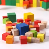 Montessoriのおもちゃの早く教育を学んでいる子供のための多彩な木の立方体のブロック