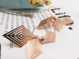 De etnische Mooie Eigengemaakte Juwelen van de Manier met Charmes van de Oorringen van het Messing de Gouden in Diamantvormig