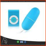 卵を振動させている防水携帯用無線電信エムピー・スリーのバイブレーターのリモート・コントロール女性