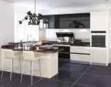 現代MDFのキャビネットの純木の台所家具の食器棚