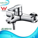 Miscelatore dell'acquazzone della parete della vasca da bagno della stanza da bagno con l'acquazzone della mano