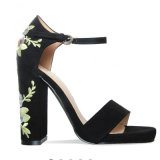Chaussures de santals brodées par bandage rugueux en gros de Rose de talon haut de mode
