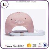 Rosafarbenes Metall der Frauen versieht Baseballmütze mit Ösen