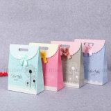 Diseño lindo Arte de papel bolsas con cinta de opciones para regalo/paños