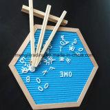 Переменчивая доска письма войлока с пластичными цветастыми письмами и рамкой древесины бука