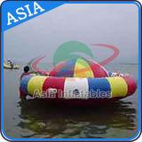 Sports aquatiques remorquables gonflables géants, jouet gonflable de l'eau de bateau de disco, UFO fol, bateau d'ouragan