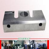 Alumínio que faz à máquina com giro do CNC