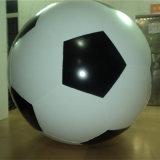 巨大で膨脹可能なヘリウムの気球