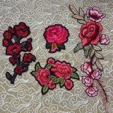 Rote Rosen-Blumen-Kleidungs-Änderung am Objektprogramm, röstet Bordados Apliques, Kleid-Änderung am Objektprogramm
