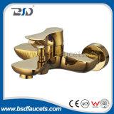 Nuevo diseño artístico latón solo palanca chapado en oro grifos del lavabo