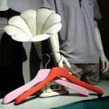Gummifertigstellungs-Mantel-Zahnstange, Qualitäts-Bildschirmanzeige-hölzerne Kleiderbügel-Zahnstange
