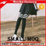 Mann-Baumwollknie-hohe Kleid-Socken für Aufladungen