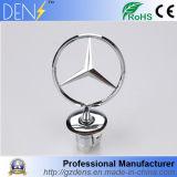 Levante o capô iniciar o emblema distintivo do logotipo do carro para a Mercedes Benz
