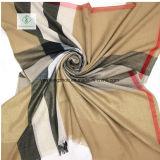 Westliche Art gesponnene Goldplaid-Schal-Form-Dame Scarf Factory