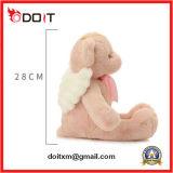 De baby draagt de Speelgoed Gevulde Pluche van de Engel draagt het Speelgoed van Doll
