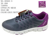 No 49563 вздохните ботинками спорта женщин Stock