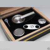 Cohibaの黒いヒマラヤスギのカッター及び灰皿(ES-EB-011)が付いている木製のシガーの保湿箱