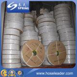 Положенный PVC плоский шланг отводного штуцера для полива