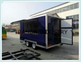 De mobiele Aanhangwagen van de Keuken van Twee As met het Koken van de Mobiele Bestelwagen van het Kamp van de Kar van de Hond Equipmentshot