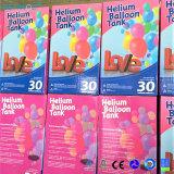 El tanque del helio del globo con 30 globos