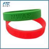 Wristband del silicone riempito inchiostro con il marchio