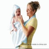 編まれた綿の赤ん坊のフード付きタオルおよびWashclothは中国でセットした