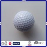 Fördernder unbelegter weißer Golfball