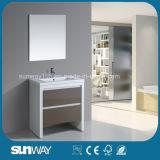 Heißer Verkaufs-Fußboden, der MDF-Badezimmer-Schrank mit Spiegel steht