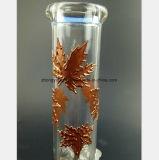 Il fumo ha tubo di acqua di vetro dei fogli del metallo