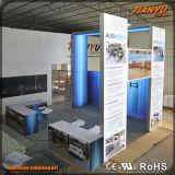 Ali Feria el stand de exposiciones de la pantalla de publicidad