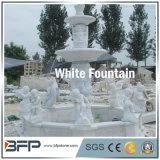 白い庭の環境の装飾のための大理石によって切り分けられる石造り水噴水