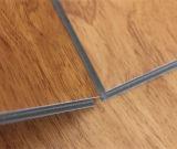 Mattonelle di pavimento di plastica del PVC del grano della serratura di legno di scatto