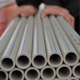 Weiße Rohre des PlastikPPR für heißes u. kaltes Wasser mit lange Lebensdauer-Polypropylen-Rohr