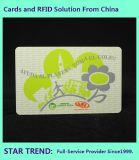 O cartão de identificação de natação feitas de plásticos, com código de barras e tarja magnética