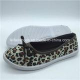 Las mujeres al por mayor zapatos de lona de inyección de planas zapatos cómodos (PY0315-20)