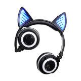 Au-dessus de l'écouteur sans fil de Bluetooth de chat stéréo d'éclairage LED d'oreille