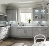 Fine bianca 10X10 di morbidezza di legno solido dell'accumulazione dell'agitatore degli armadi da cucina dell'appartamento