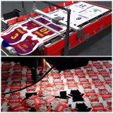 El doble dirige la máquina de grabado del corte del laser