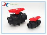 La verdadera unión de PVC de doble válvula de bola de adaptador de tubería