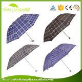 開いたデジタル印刷マニュアルおよび女性のための近い3つのフォールドの傘