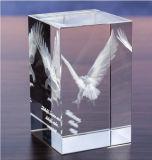 3Dレーザーの彫版が付いているかわいい動物の水晶立方体