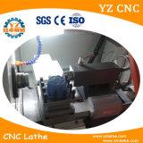 Torno de giro do metal do centro fazendo à máquina do CNC