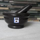 Mortero de mármol negro con el conjunto de mortero