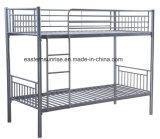 現代学校または寝室の寮部屋の家具の金属の二段ベッド