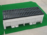 Scolo della trincea del ghisa che gratta per la rete di fognatura concreta