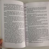 ペーパーバックの薄紙表紙の白黒新しい本の印刷