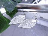 Kupferne Fisch-Haken-Höhlung lässt Ohrring mit weißer Farben-Silber-Farbe
