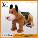 L'animale ambulante della peluche di giro dei capretti guida i cavalieri ambulanti di divertimento